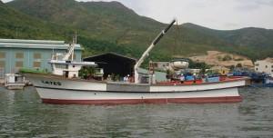Vận hành thiết bị cần cẩu trên tàu LATES tại bến