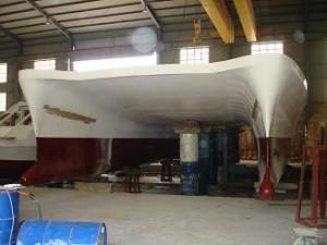 Thân tàu được định vị trên các gối kê