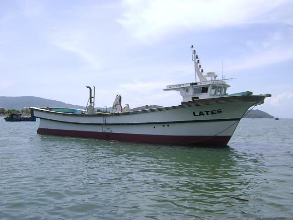 Tàu Lates - Tàu vỏ composite lắp cẩu tự hành