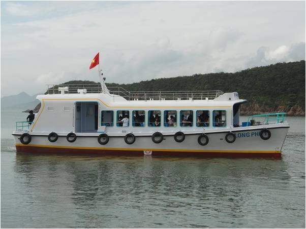 Tàu đang trên đường đến đảo Hoa Lan