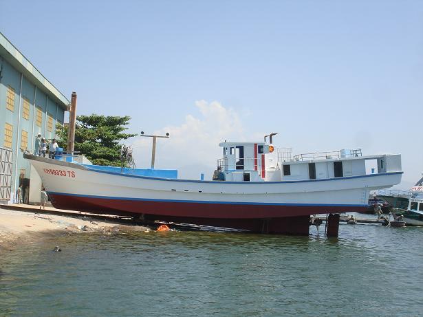 Chuẩn bị hạ thủy tàu Quang Cường 2013