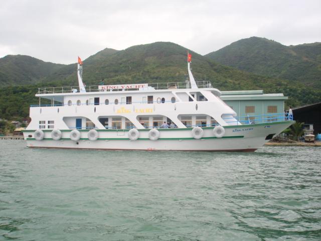 Tàu KING YACHT - Tàu khách kiêm nhà hàng vỏ composite - sản xuất năm 2009