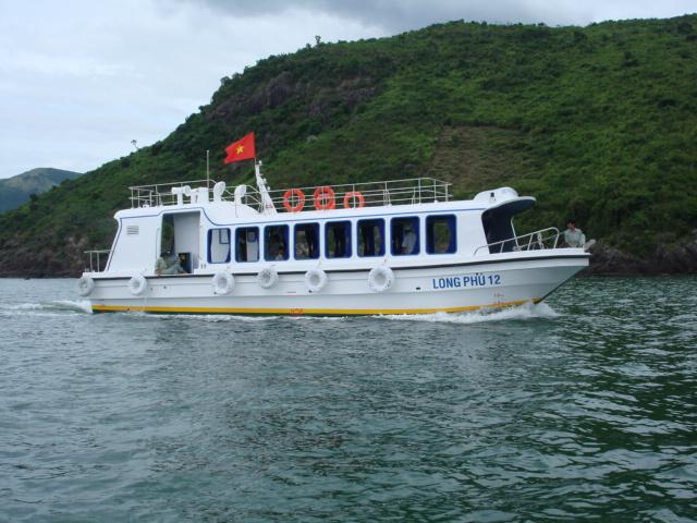 Tàu Long Phú 17 - Tàu khách hai thân vỏ composite