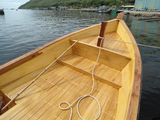 Thuyền vỏ composite mô phỏng thuyền gỗ