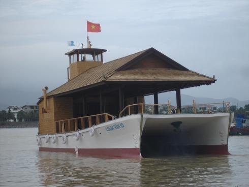 Tàu Thanh Vân 05 - Tàu hai thân vỏ composite đầu tiên do Việt Nam (UNINSHIP) Thiết kế và chế tạo.