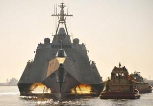 Ngày 02, tháng tư 2010, USS Independence (LCS 2), tại cảng quân sự  Norfolk, Va.(U.S. Navy photo by Mass Communication Specialist 2nd Class Gary Granger Jr./Released)